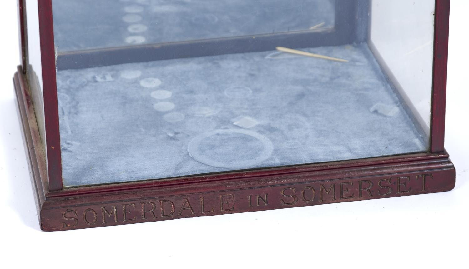 SOMERDALE IN SOMERSET - A TABLE TOP MAHOGANY DISPLAY CABINET WITH FLARED CORNICE, GLAZED FRONT AND - Image 2 of 2
