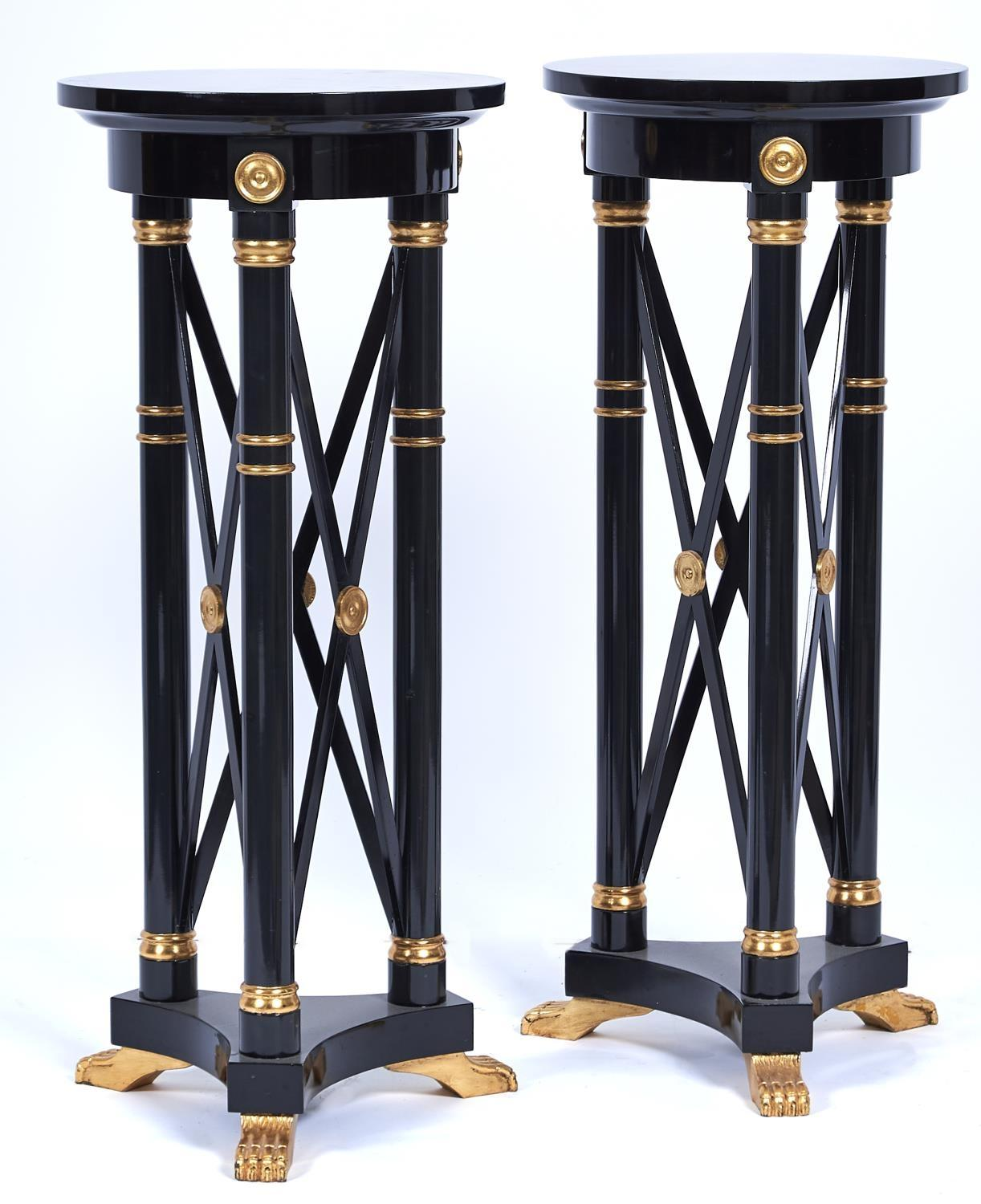 A PAIR OF PARCEL GILT EBONISED TORCHERES, 20TH C, IN REGENCY STYLE AND BASED ON A DESIGN BY