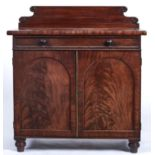 A WILLIAM IV MAHOGANY CUPBOARD, C1835, THE SHAPED UPSTAND APPLIED DRAUGHT MOULDINGS, THE TOP WITH