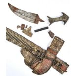 A MIDDLE EASTERN DAGGER, JAMBIYA, EMIRATES, LATE 19TH / EARLY 20TH C, THE FULLERED BLADE WITH MEDIAL