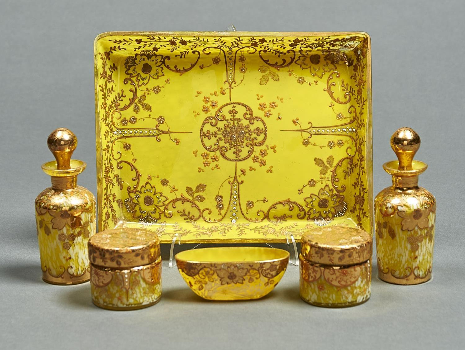 A VENETIAN RICHLY GILT YELLOW AND YELLOW AND WHITE FLECKED GLASS DRESSING TABLE SET, C1900, TO