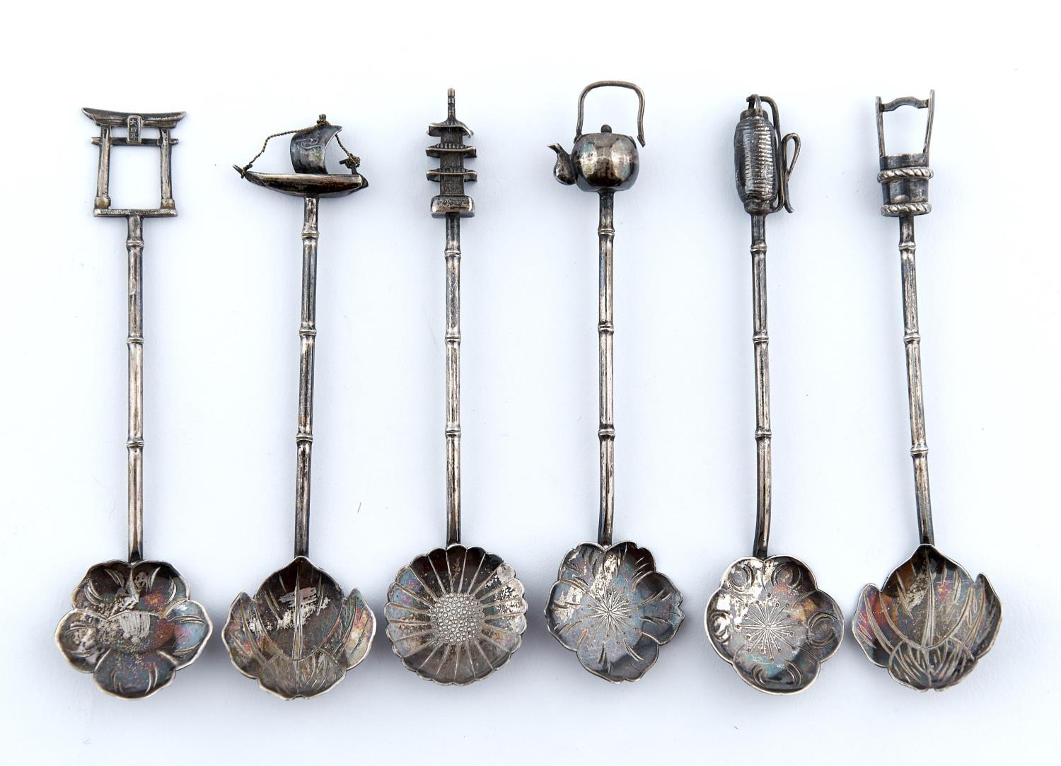 A HARLEQUIN SET OF SIX JAPANESE SILVER COFFEE SPOONS, C1880, MARKED 0.900, RISING SUN AND