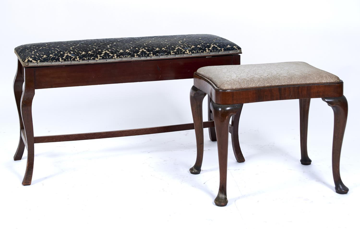 A LATE VICTORIAN MAHOGANY FRAMED DUET STOOL, THE STUFFED OVER UPHOLSTERED TOP IN BLUE MOQUETTE ON