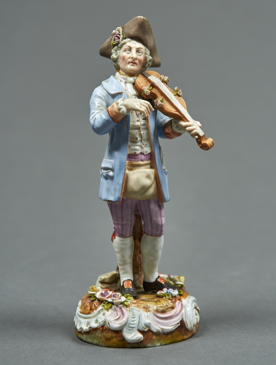 A GERMAN PORCELAIN FIGURE OF A MUSICIAN, LATE 19TH C, PLAYING THE VIOLIN AND DRESSED IN A LIGHT BLUE