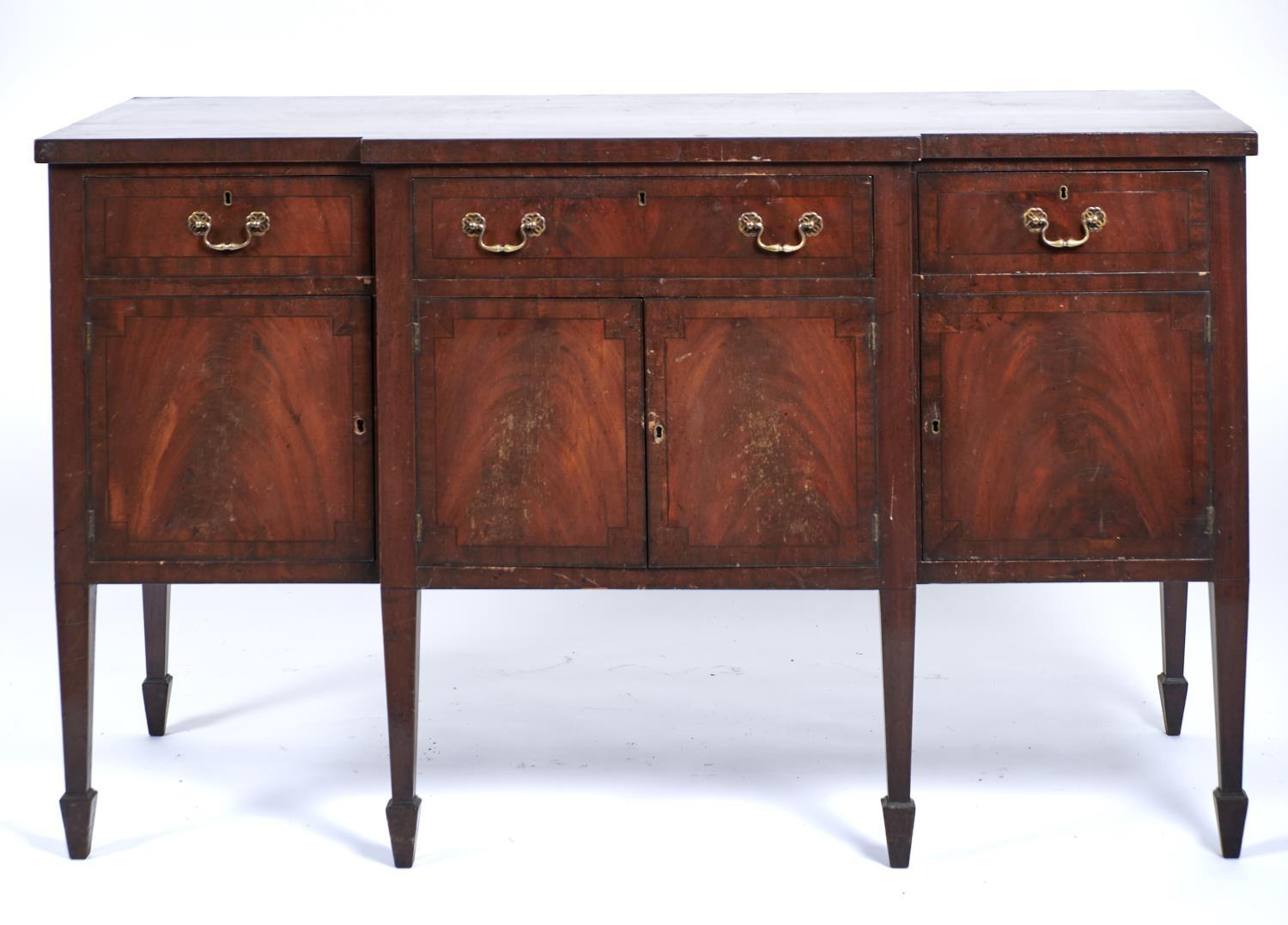 A GEORGE III STYLE MAHOGANY BREAKFRONT SIDEBOARD, LATE 19TH C, CROSSBANDED AND EBONY STRUNG