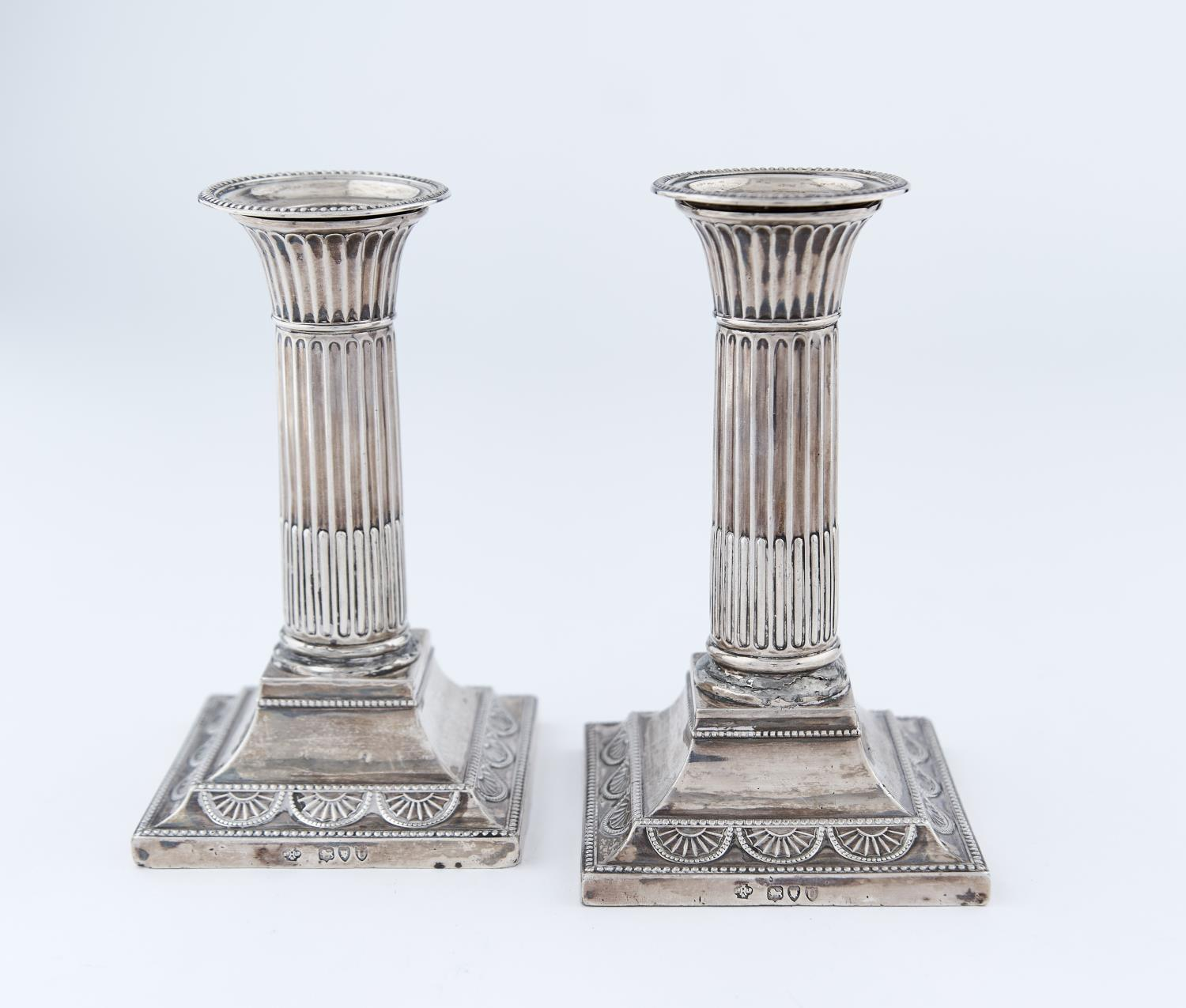 A PAIR OF VICTORIAN SILVER DWARF COLUMNAR SILVER CANDLESTICKS, THE BEADED SQUARE CAVETTO FOOT