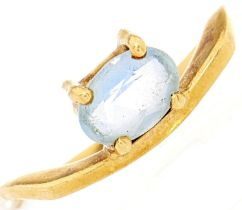 An aquamarine ring, marked 750 2.5g, size L