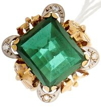 A green paste ring, in gold, 5.2g, size Q½