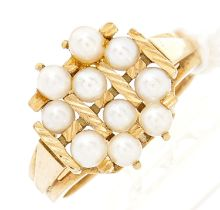 A cultured pearl cluster ring, in gold, foreign control mark, 4.4g, size L