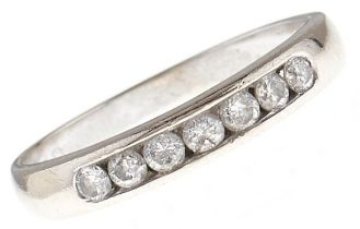 A seven stone diamond ring, in 18ct white gold, 2g, size L Good condition