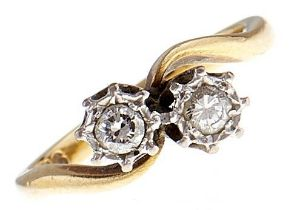 A diamond crossover ring, in gold marked 18ct, 2.6g, size G Good condition