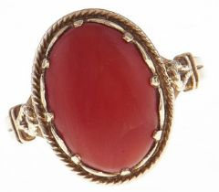 A coral ring, in 9ct gold, 3.2g, size N Good condition