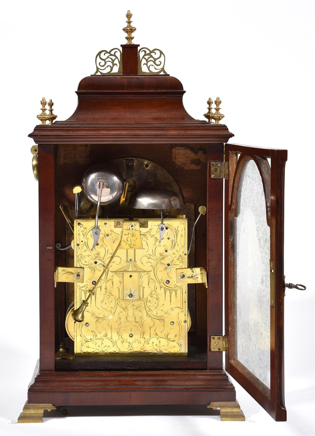 An English mahogany bracket clock, Edward Pashler, London, c1775,the breakarched brass dial with - Image 2 of 4