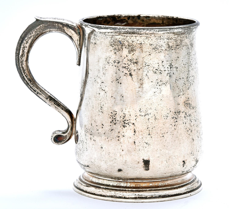 A George II silver mug, on moulded foot, 9.5cm h, by Humphrey Payne, London 1729, 6ozs 17dwts