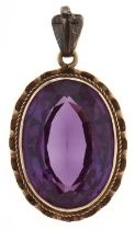A synthetic colour change sapphire pendant, in gold, 4.3g, Good condition