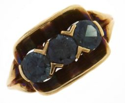 A synthetic spinel ring, in gold, marked 585, 4g, size N Good condition