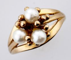 A cultured pearl ring, in 9ct gold, 2.8g, size J Good condition