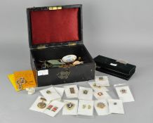 A mixed lot of collectables,