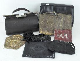 A small Gladstone bag, 27cm wide,