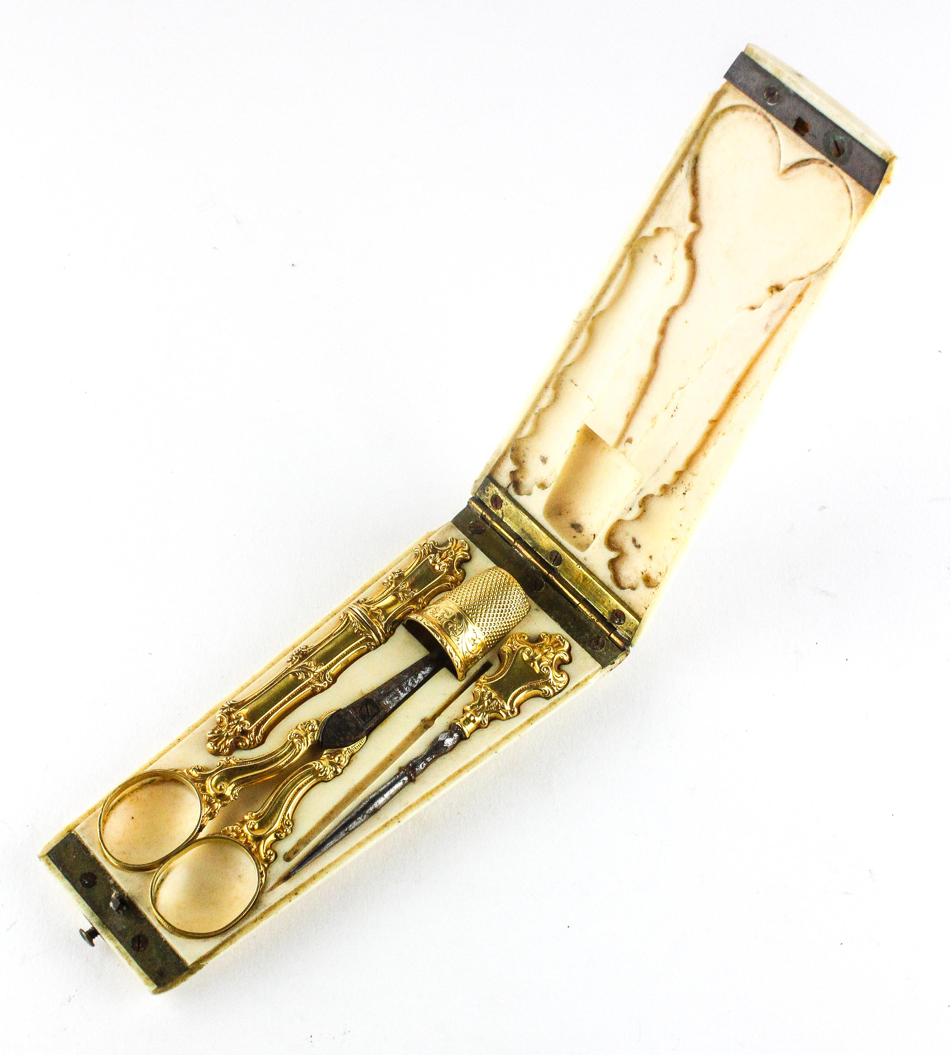 A 19th Century French 18ct gold mounted Etui set, comprising thimble, scissors,