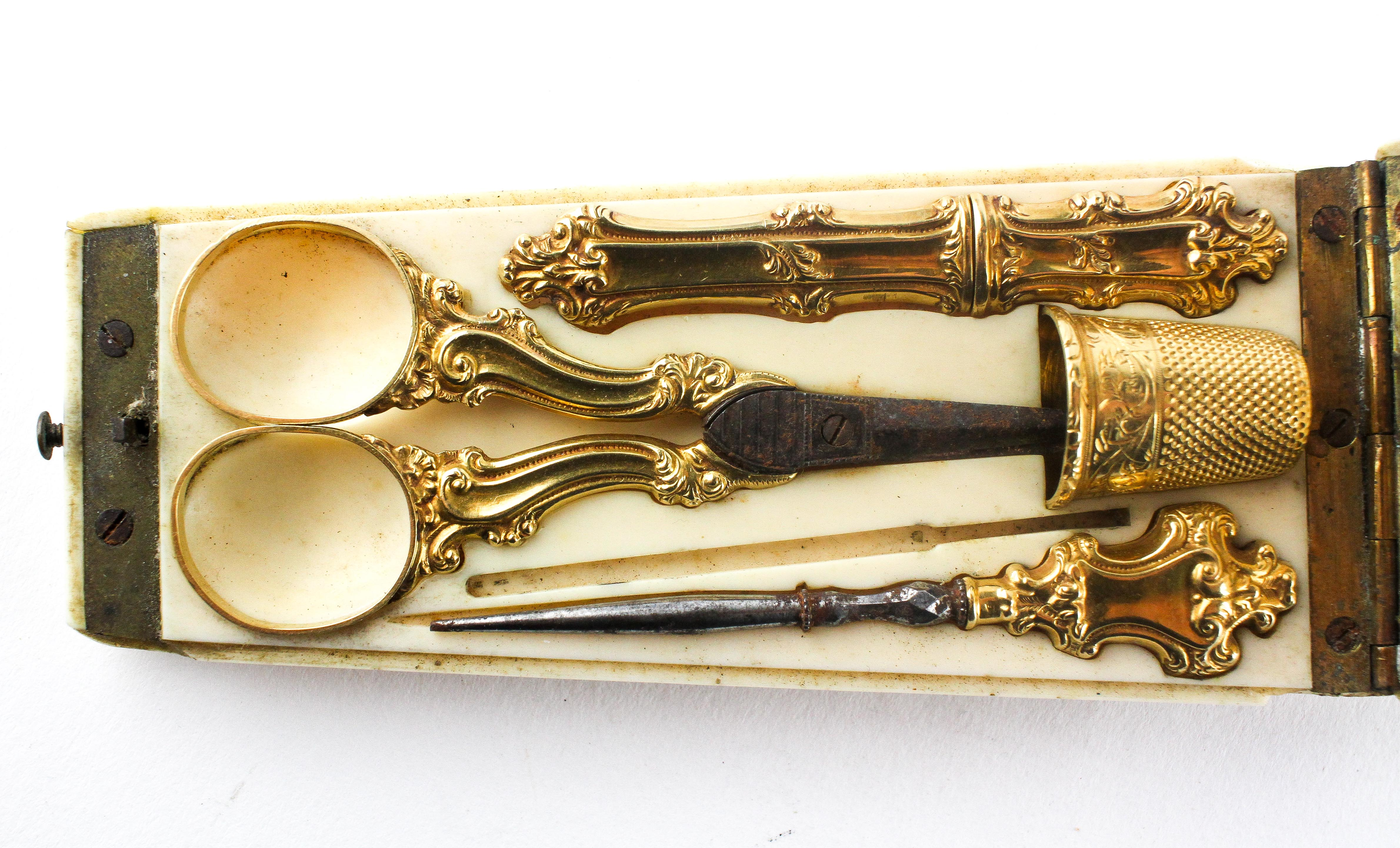 A 19th Century French 18ct gold mounted Etui set, comprising thimble, scissors, - Image 2 of 3