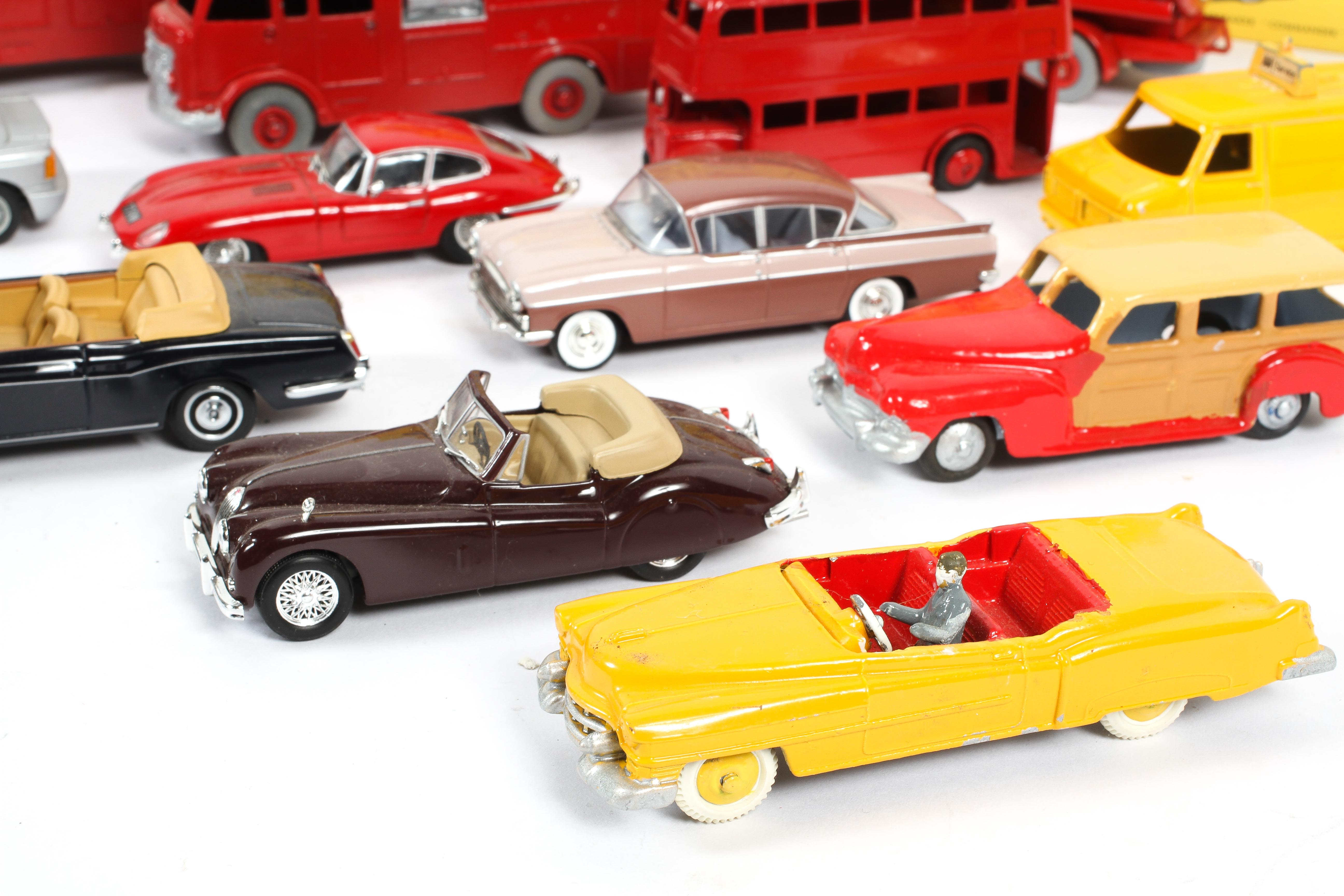 A collection of Dinky Toys in boxes, including: a Cabriolet Ford Thunderbird, an Aston Martin, - Image 3 of 3
