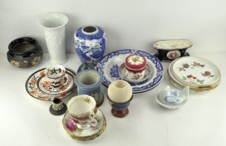 Assorted ceramics, to include two Grainger & Co Worcester blue and white plates, a vesta striker,