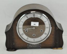 A 20th century oak mantel clock, with silvered chapter ring, Roman numerals and a Smiths movement,