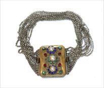 Silber Kropfkette mit vergoldeter Schließe, besetzt mit Glassteinen und filigraner Verzierung, 12-re