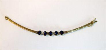 18 k Gelbgold Armband mit 5 Safiren und 12 Diamanten, 17,6 gr., L 15,5 cm