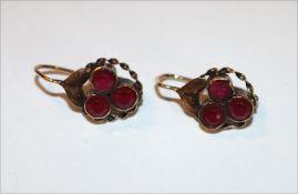 Paar 14 k Roségold Ohrhänger mit Granaten, ältere Handarbeit, Tragespuren