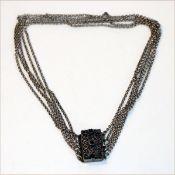 Silber Kropfkette, 5-reihig, filigrane Schließe mit 3 Granaten besetzt, L 34 cm, 21 gr.