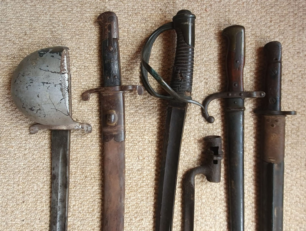 Five bayonets and a sword. (6) - Image 2 of 3