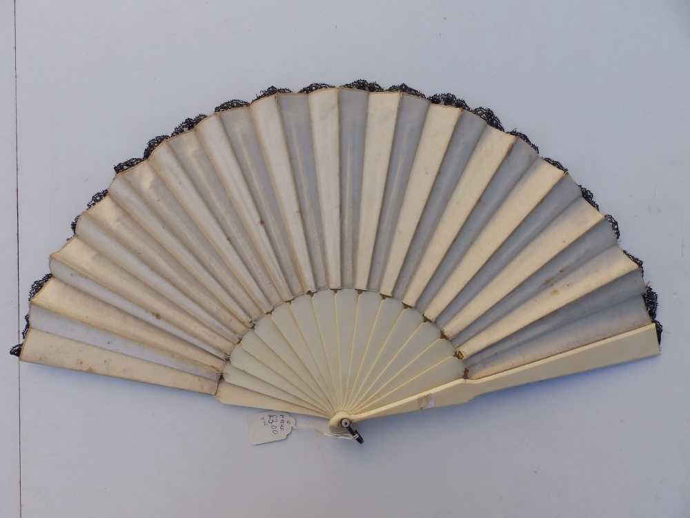 A 19thC ivory fan, the cream silk leaf decorated in black lace with sequins, an openwork monogrammed - Image 5 of 5