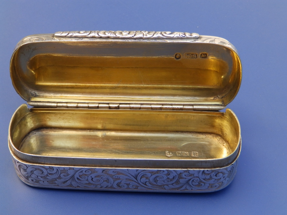 A Victorian crested silver snuff box with overall arabesque leaf scroll engraved decoration, gilt - Image 6 of 6