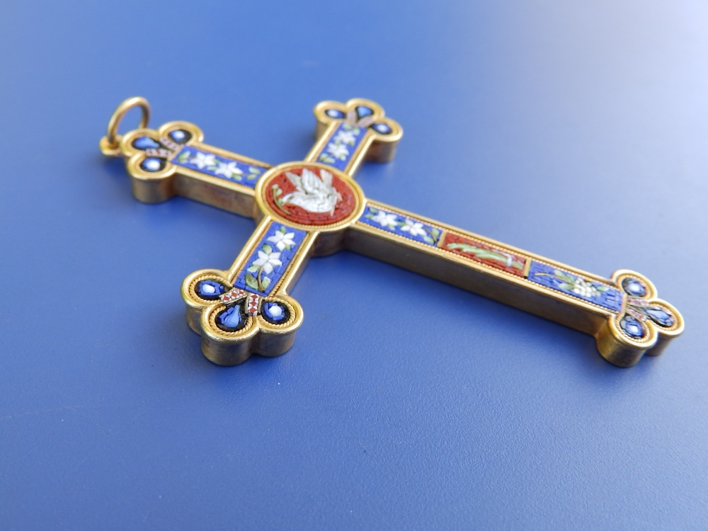 """A late 19thC Italian micromosaic gold pendant cross inlaid with a dove and flowers, 2.8"""". - Image 3 of 3"""