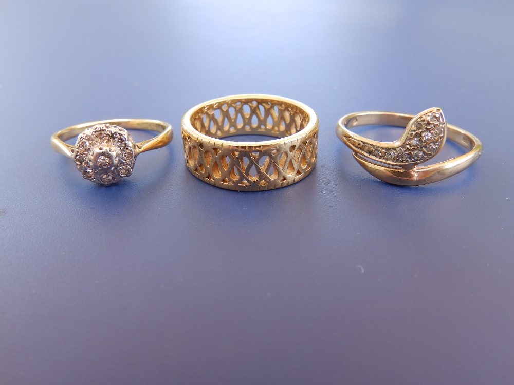 An openwork 18ct gold band ring, a diamond cluster and a 9ct serpent ring. (3)
