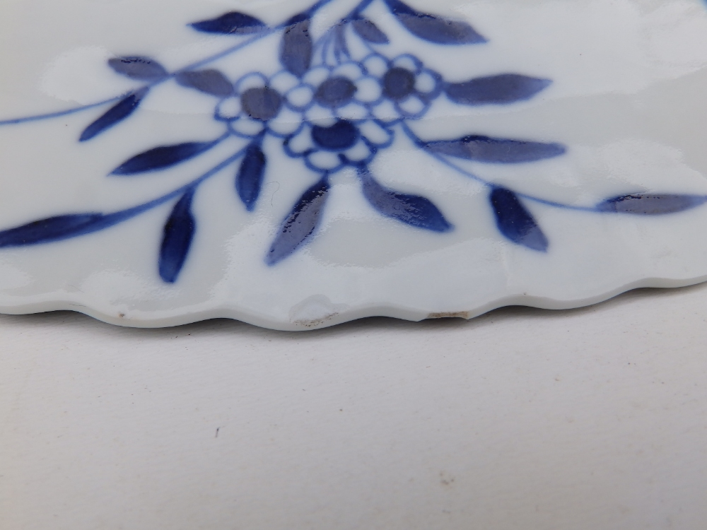 A Chinese blue & white porcelain plate decorated with five small carp against an ornamental - Image 7 of 8