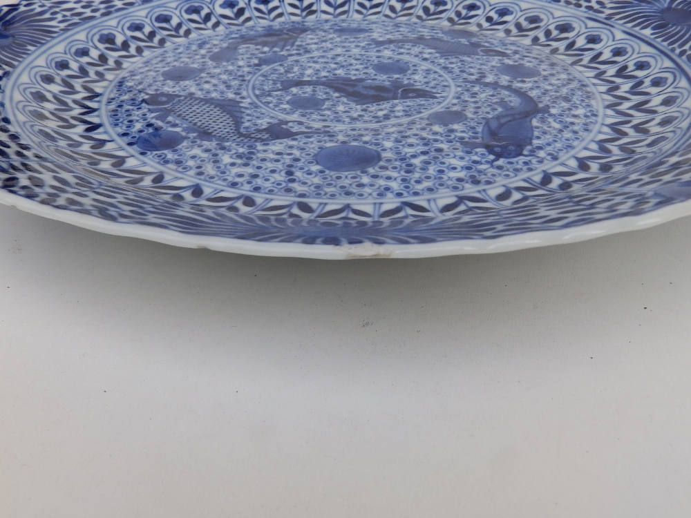 A Chinese blue & white porcelain plate decorated with five small carp against an ornamental - Image 3 of 8