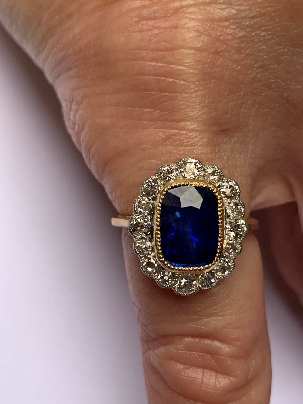 A certified natural 3.03 carat Sri-Lankan sapphire & diamond oval cluster ring in 18ct yellow - Image 5 of 5