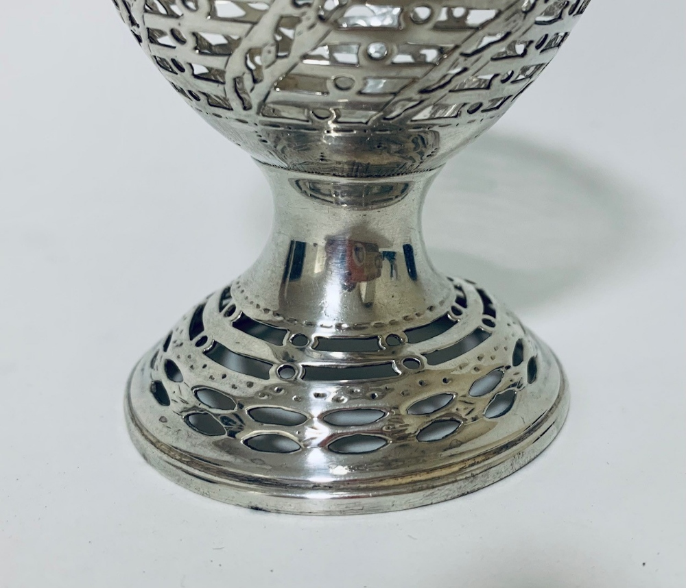 A George III York silver pedestal sugar bowl with blue glass liner, the sides of wrythen lattice - Image 6 of 8