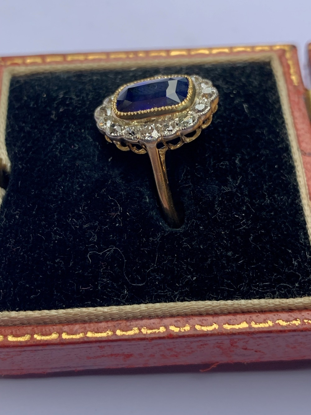 A certified natural 3.03 carat Sri-Lankan sapphire & diamond oval cluster ring in 18ct yellow - Image 2 of 5