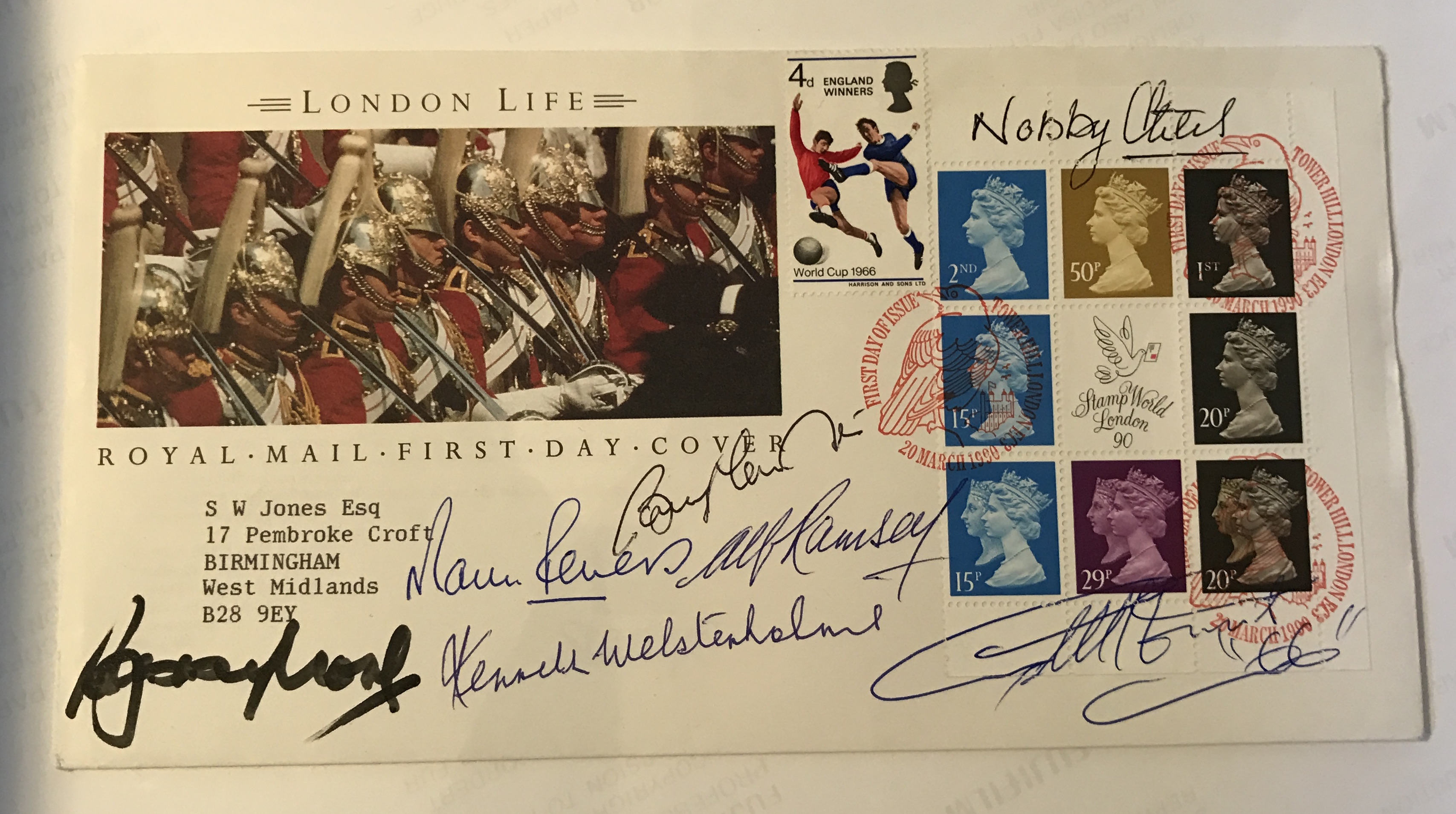 ENGLAND - POSTAL COVER MULTI SIGNED BY THE WORLD CUP 1966 TEAM INCLUDING ALF RAMSEY
