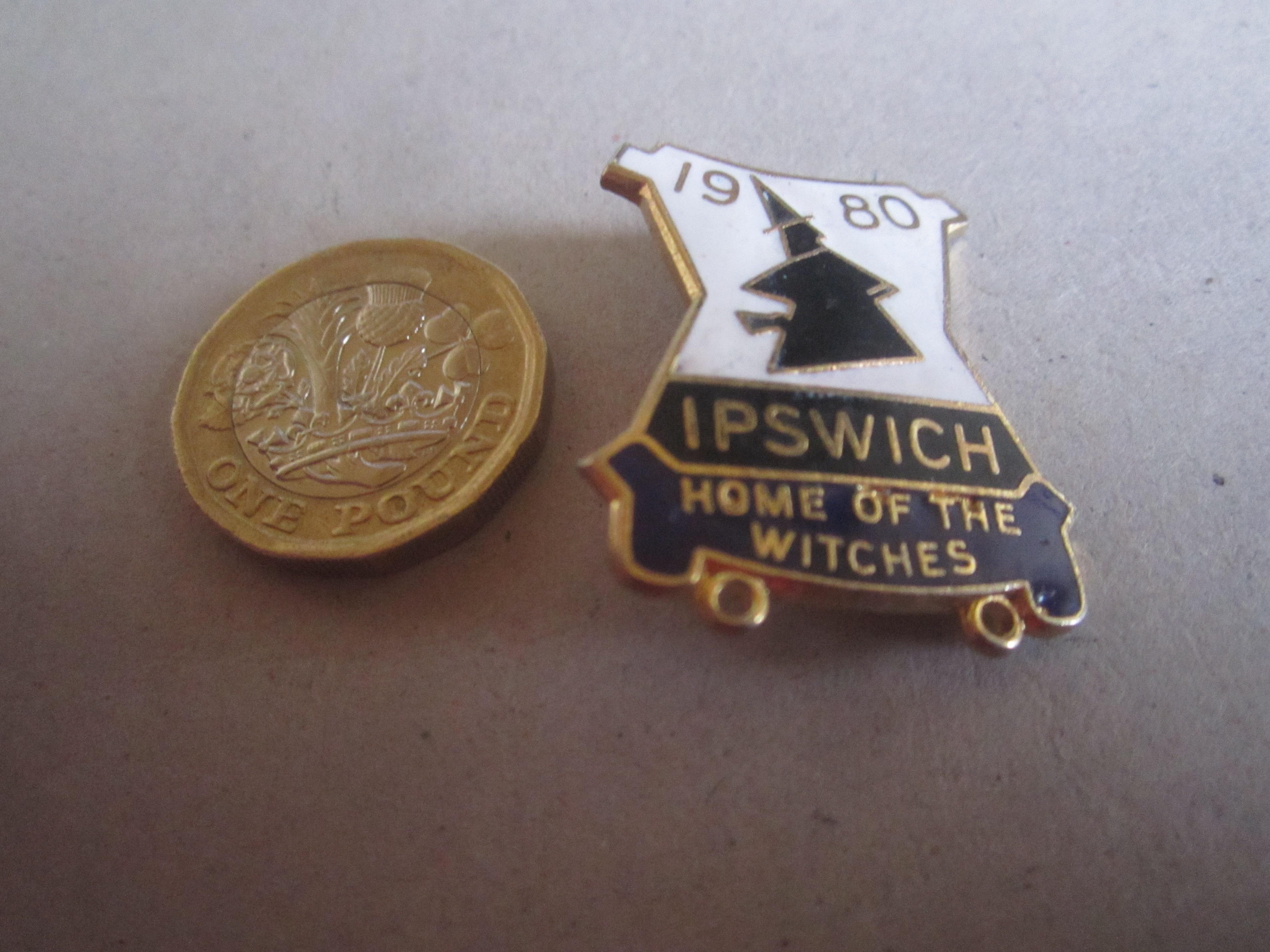 SPEEDWAY - IPSWICH 1980 GILT BADGE