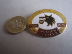 SPEEDWAY - WOLVERHAMPTON WOLVES JUBILEE 1978 GILT BADGE
