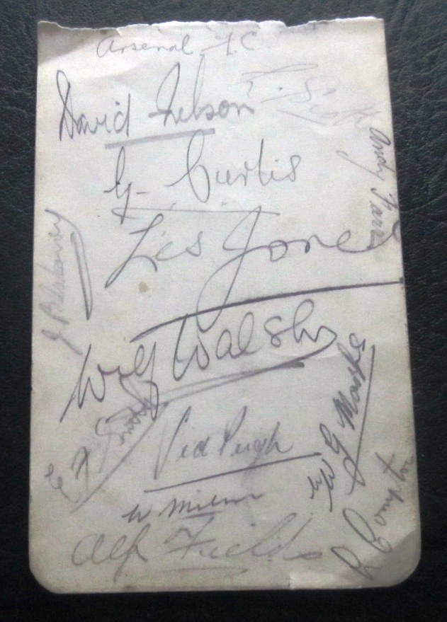 ARSENAL - VINTAGE AUTOGRAPH PAGE FROM 1938-39 SEASON
