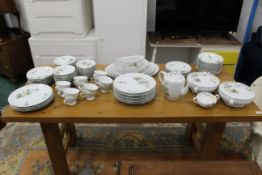 Large Japanese Noritake style tea and dinner service, tureens, bowls, side plates, dinner plates,