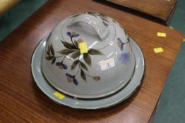 Highland stoneware lidded dish with floral pattern, diameter 31 cm.