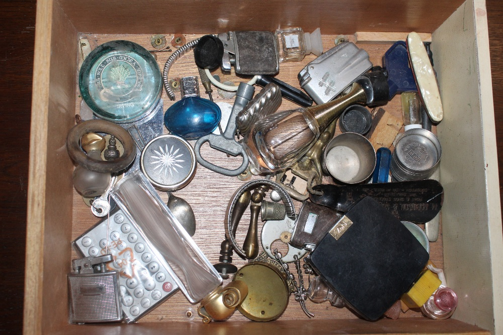 A box of miscellaneous sundry items, to