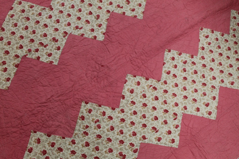 A Victorian style machine stitched quilt - Image 4 of 7